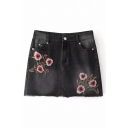 Stylish Floral Embroidered Zipper Fly Raw Edged A-line Denim Skirt