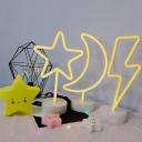 Battery-Operated/USB Lighting/Star/Moon Kids Warm Night Light with Plastic Base