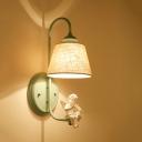 Éclairage de cône de finition verte avec une décoration d'ange Applique murale de style ampoule 1 avec abat-jour en tissu