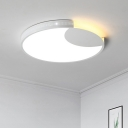 White Crescent Lighting Fixture Modern Fashion Metal Decorative LED Flushmount for Kids