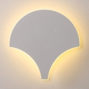 Contemporary Fan Shaped Wall Light Second Gear Metal LED Wall Lamp in White for Restaurant