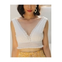Womens Chic White Lace-Trimmed V-Neck Sleeveless Fitted Crop Tank Top