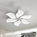 Modern White Flush Ceiling Lamp with Flower Shape Metal and Acrylic 3/4/6 Lights Led Indoor Flush Mount in Warm/White