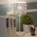 1 Bulb Bedroom Desk Light Modern White Night Table Lamp with Floral Metal Shade