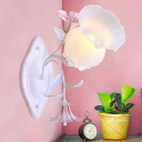 Traditional Floral Wall Light Sconce 1 Bulb Metal Wall Lamp Fixture in White for Bedroom