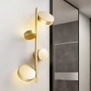 Round Wall Light Sconce Modernism Metal LED Bedroom Wall Mounted Lamp in Black/Gold with Vertical Linear Design