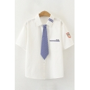 Chic Badge Stripe Japanese Letter Embroidery Short Sleeve Spread Collar Button up Chest Pocket Regular Fit White Shirt with Tie