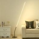 Angled Line Reading Floor Light Modernism Metallic LED Black Stand Up Lamp for Living Room