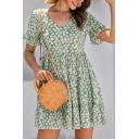 Pretty Womens Daisy Floral All over Printed Bell Short Sleeve V-neck Ruffled Short A-line Pleated Dress in Green