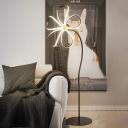 Flower-Pedal Living Room Floor Lighting Acrylic LED Modernist Stand Up Lamp in White/Black