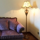 1-Light Accent Floor Lamp Traditional Living Room Standing Floor Light with Scalloped Bell Fabric Shade, Gold