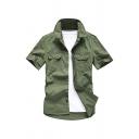 クールなメンズソリッドカラーアップリケポケットボタンアップ半袖ポイントネックレギュラーフィットシャツ(グリーン)