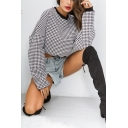 Chic Houndstooth Printed Long Sleeve Crew Neck Relaxed Cropped Pullover Sweatshirt in Gray