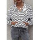 Fashionable Striped Print Drawstring Kangaroo Pocket Long Sleeve Loose Fit Hooded Sweatshirt in White