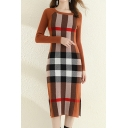 Fancy Women's Sweater Dress Contrast Plaid Pattern Side Slit Ribbed Round Neck Long Sleeves Slim Fitted Midi Sweater Dress