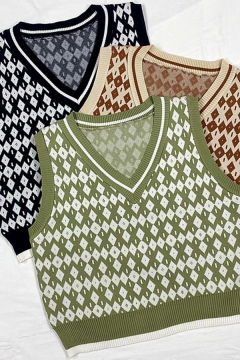 Leisure Women's Knit Vest Contrast Ribbed Trim Diamond Pattern V Neck Sleeveless Regular Fitted Knit Vest