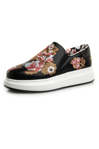 Fashion Couple Unisex Embroidery Floral PU Upper Slip On Flat Shoes
