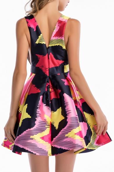 Chic Plunge Neck Geometric Printed Sleeve Mini Skater Dress