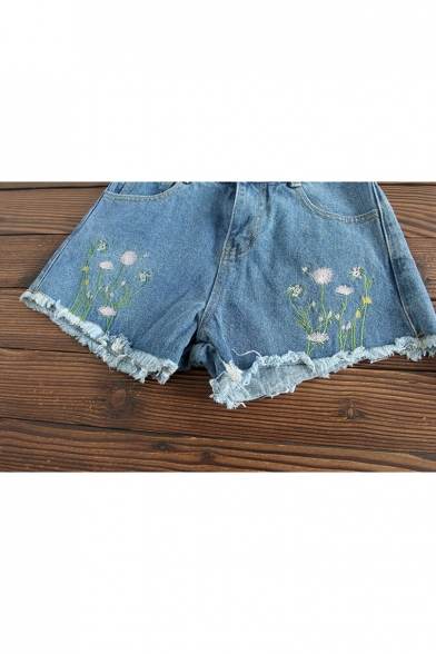 Summer's New Arrival Floral Embroidered Zipper Fly Denim Shorts
