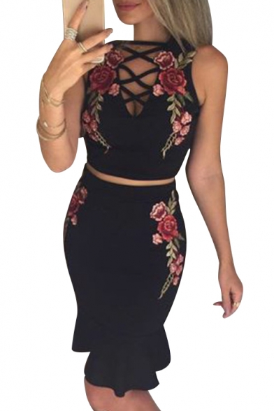 Popular Floral Applique Lace-up Detail Cropped Top with Mini Ruffle Skirt