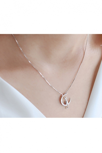 Lovely Cat Design Moon Shaped Silver Simple Necklace for Girls