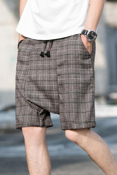 Guys Summer Fashion Plaid Pattern Drop-Crotch Drawstring Waist Loose Leisure Shorts