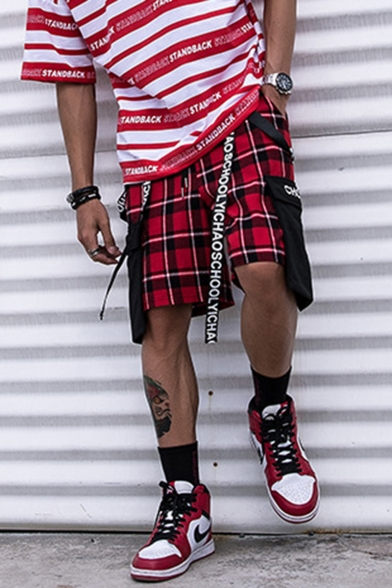 Men's Cool Fashion Plaid Pattern Letter Ribbon Embellished Street Style Casual Loose Cotton Cargo Shorts with Side Pockets