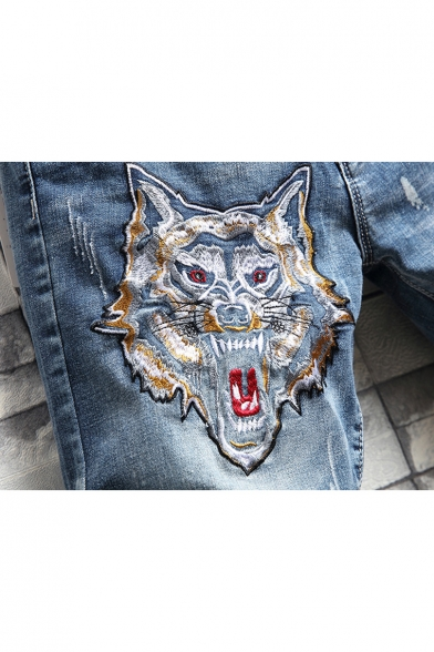 Men's Popular Fashion Tiger Embroidery Pattern Light Blue Zip-fly Ripped Denim Shorts