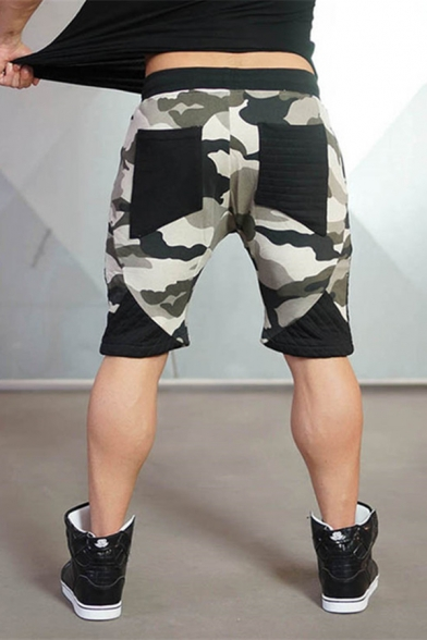 Men's Leisure Diamond with Wing Pattern Drawstring Waist Colorblock Camo Sport Shorts