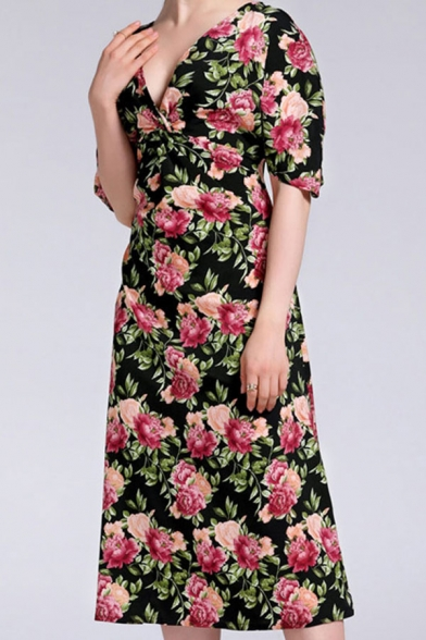 Fashion Ladies All over Flower Print Short Sleeve V-neck Twist Detail Mid A-line Dress in Black
