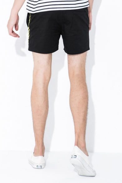 Chic Shorts Striped Pattern Tape Pocket Drawstring Mid Rise Fitted Shorts for Men