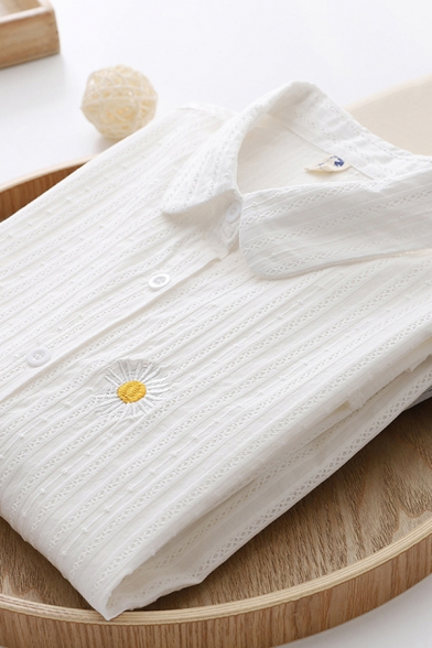 Basic Womens Single Daisy Flower Embroidered Applique Long Sleeve Turn Down Collar Button Up Curved Hem Loose Shirt Top in White