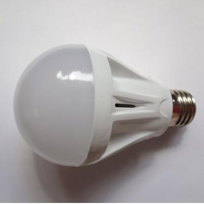 7W 2835SMD E27 Warm White Plastic LED Globe Bulb