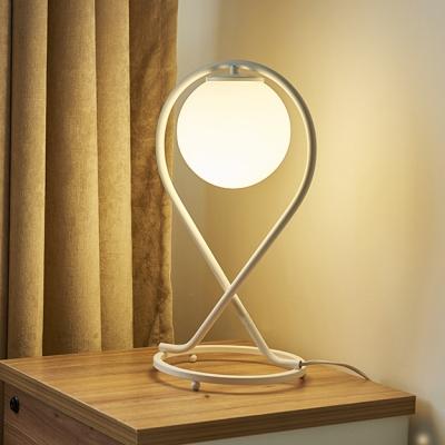White Metal bracket Modern Table Lampe 1 Light in Globe