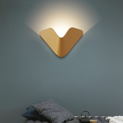 Indoor Decoration Post Modern V Shaped Led Wall Light 5W Warm Light Cool White Creative Metal LED Up Light Wall Sconce in Satin Gold for Hotel Hall Corridor Bedside Stairs
