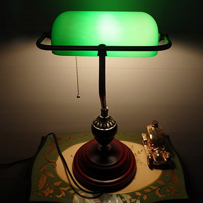 Tiffany Colored Glass Retro Bankers Lamp with Mahogany Lamp Base for Office Study Room