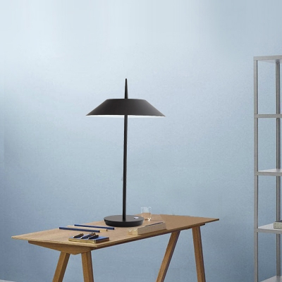 Tapered Standing Table Light Concise Modern Metal 1 Head Table Light in Black for Study Room