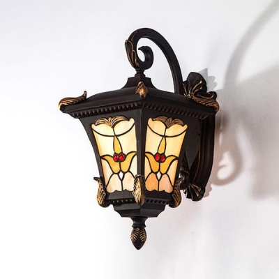Vintage Style Lantern Shape Wall Light Metal and Stained Glass Colorful Sconce Lamp for Front Door