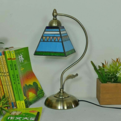 Classic Tiffany Style Desk Light Craftsman Single Light Stained Glass Metal Desk Lamp for Bedroom
