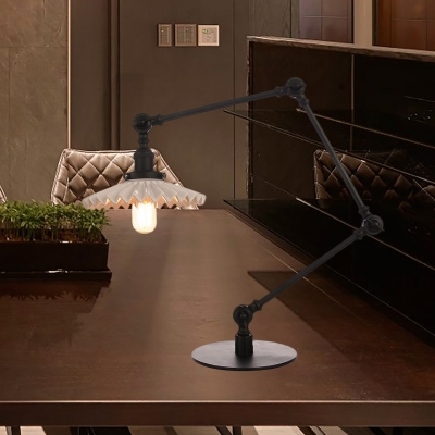 1 Head Bedroom Table Lighting Industrial Stylish Black/Brass Table Lamp with Scalloped Ceramic Shade