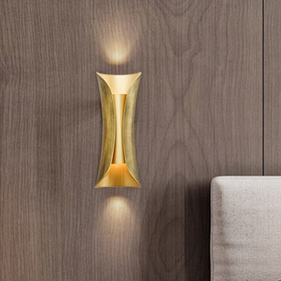 Bent Wall Lamp Modernist Metal 2 Bulbs Sconce Light Fixture in Gold for Living Room