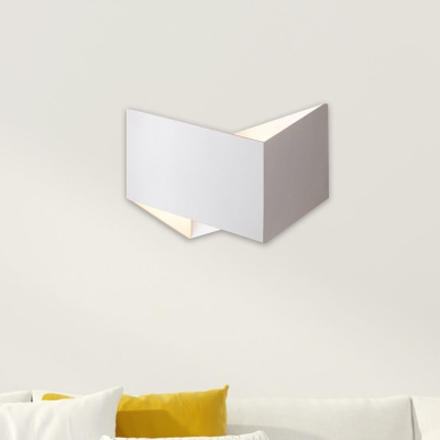 Twisted Square Metal Wall Sconce Minimalism Black/White LED Wall Mount Light for Bedroom