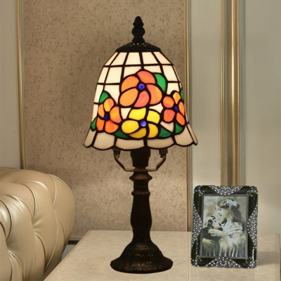 1-Bulb Bedroom Night Table Light Tiffany Pink/Orange Petal Patterned Nightstand Lamp with Flared Stained Glass Shade