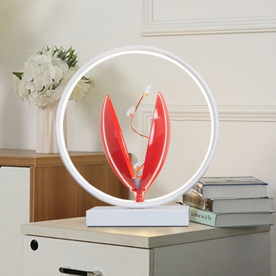 Blossom Shape Small Desk Light Modernism Metal LED Bedroom Table Lamp with Ring in Black/White/Red
