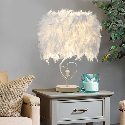 Loving Heart Table Light Nordic Feather 1-Light Living Room Night Stand Lamp in Burgundy/Pink/Blue